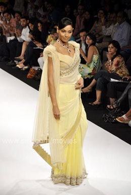 bipasha-lakme-fashion-week