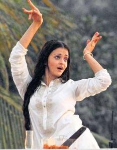 aishwarya in white shalwar kameez
