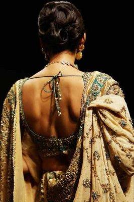 Vidhya Balan in Sabyasachi collection. The saree blouse pattern and