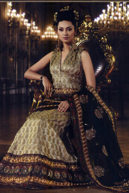 Get up to 20 percent discount on this lehenga style saree