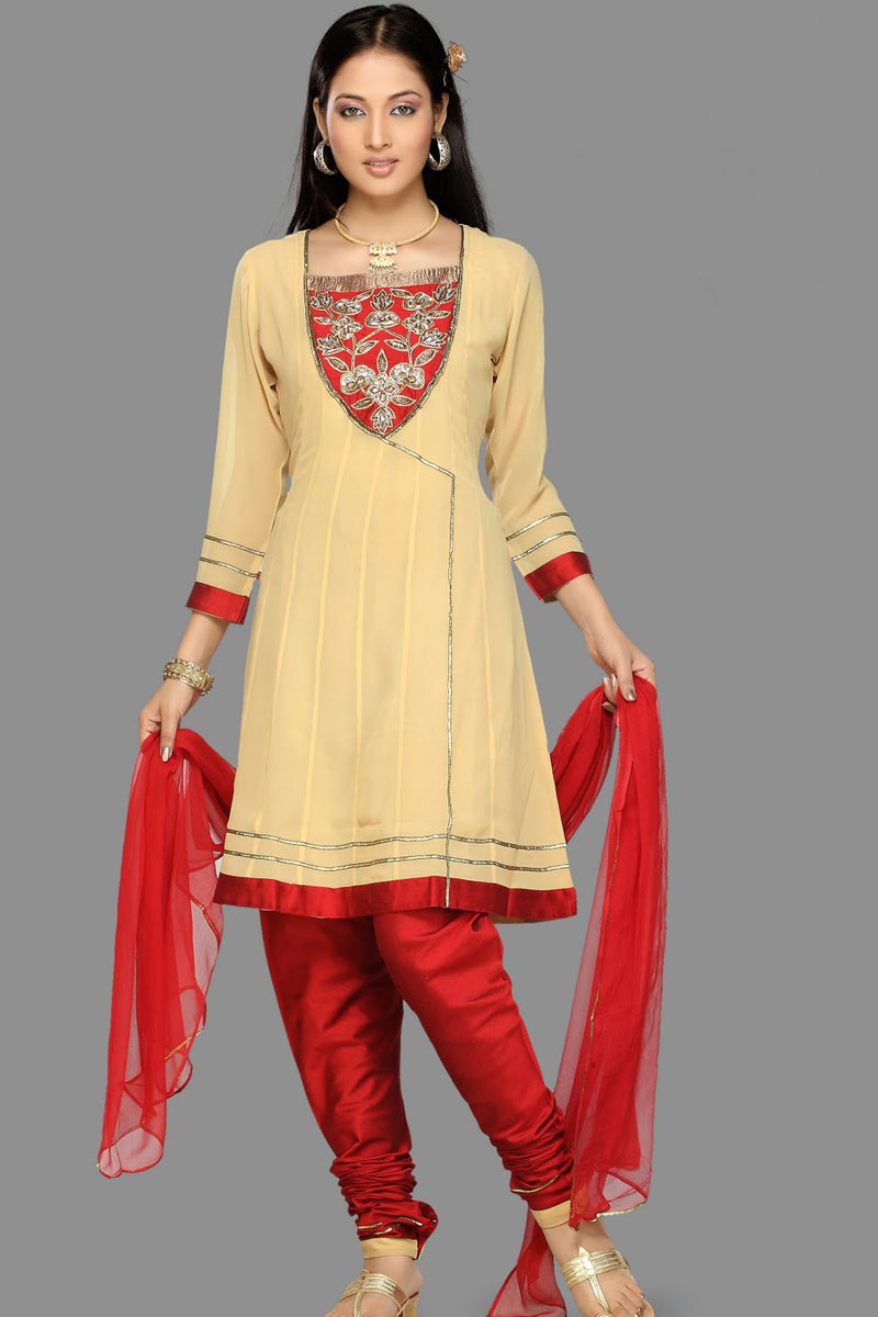 Quarter Sleeve Churidar Salwar kameez in Red and Hunter Green Color