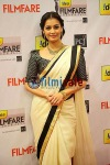 Dia Mirza in plain saree at 57th filmfare awards 2012
