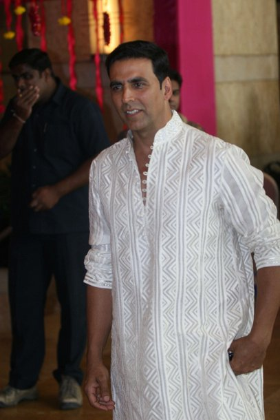 akshay kumar at ritesh deshmukh genelia dsouza wedding party