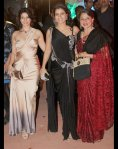 bollywood star kajol with sister tanisha and mother tanuja at stardust awards 2012