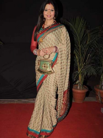 deepshikha in designer saree at gr8 womens achievers awards 2012