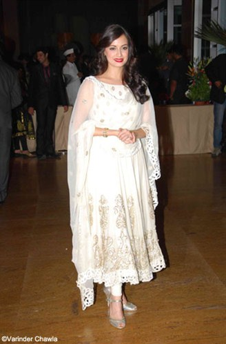 dia mirza in a white anarkali salwar kameez at ritesh genelia reception party