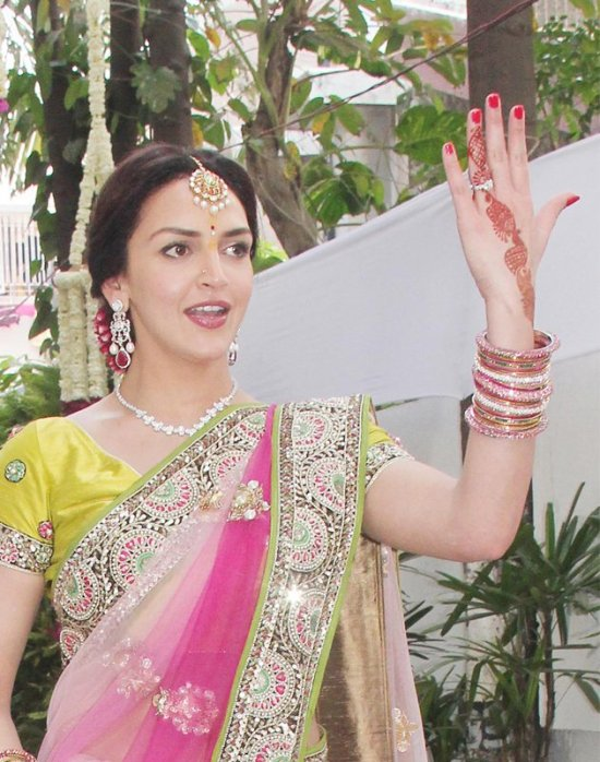 esha deol showing off her engagement ring