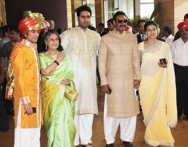Jaya Bachaan Abhishek Bachaan Ajay Devgan Kajol Devgan At Ritesh Genelia Wedding Party