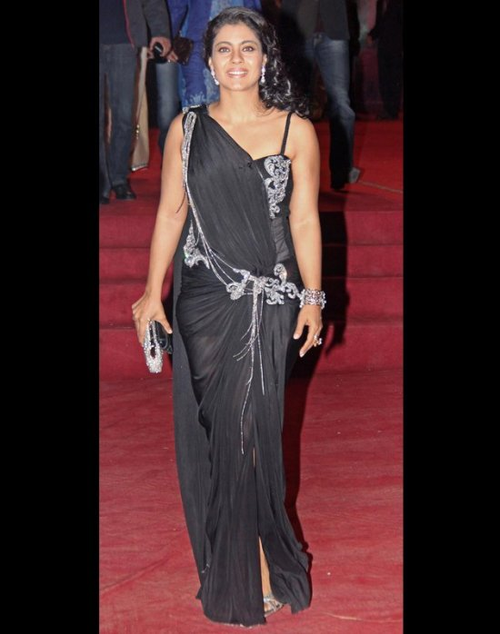 kajol in a black saree at bollywood stardust awards 2012