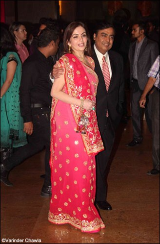 mukesh ambani with wife nita ambani at ritesh genelia wedding reception party