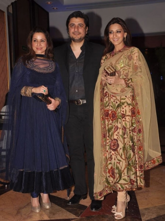 neelam and sonali bendre at ritesh and genelia sangeet ceremony