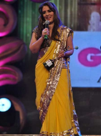 pria kataria puri in a yellow designer saree at gr8 womens achievers awards 2012
