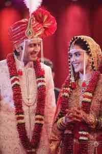 ritesh genelia looking stunning in their wedding dresses
