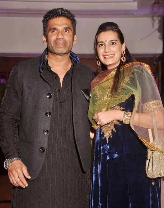 sunil shetty in a pathani suit at ritesh andgenelia sangeet ceremony