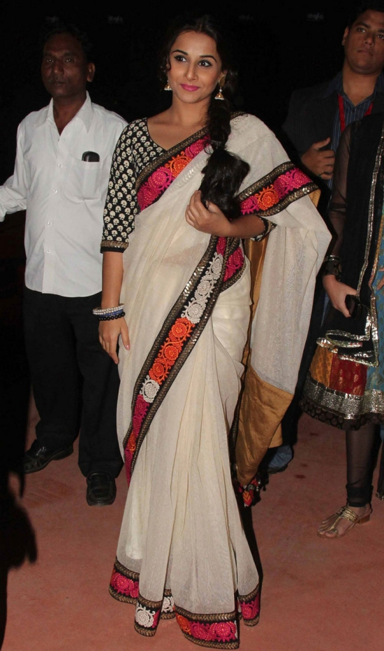 vidya balan in a sabyasachi mukherjee collection at bollywood stardust awards 2012