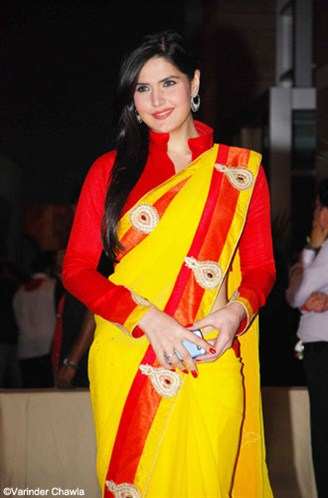 Zarine Khan In A Bright Yellow Saree And Red Saree Blouse At Ritesh Genelia Wedding Reception