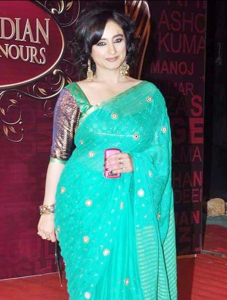 Divya Dutta in a bollywood award show