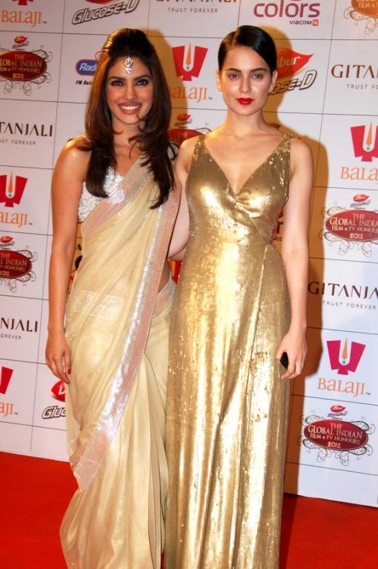 Priyanka Chopra Kangana Ranaut in a bollywood award show