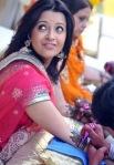 reema sen enjoying her mehendi in a marriage ceremony