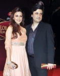 Sonali Bendre Goldie Behl in a bollywood award show