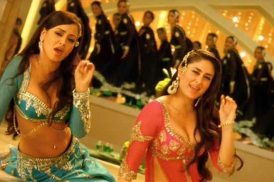 maryam zakaria and kareena kapoor doing moojra from the film agent vinod
