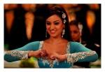 maryam zakarya in the song dil mera muft ka from the film agent vinod