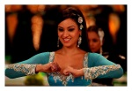 maryam zakarya in the song dil mera muft ka from the film agent vinod