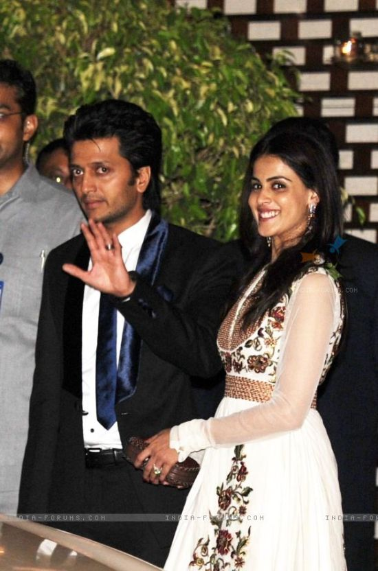 ritesh deshmukh and genelia dsouza at mukesh ambani bash for sa