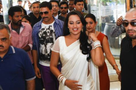 Sonakshi looking glamarous in a white saree