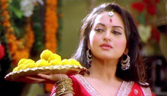 Sonakshi looking sizzling with just an innocent expression