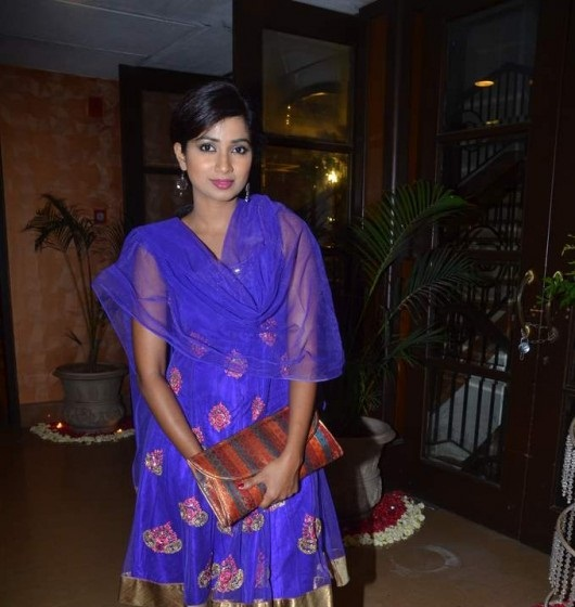 Shreya-Ghosal-at-Bappa-Lahiris-Sangeet-Ceremony