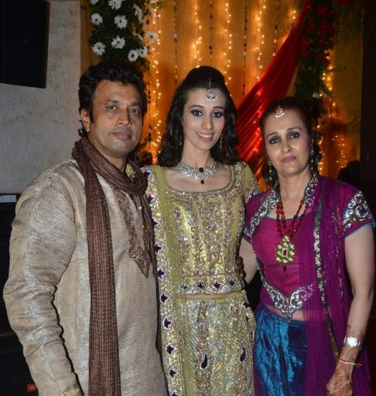 Taneesha-with-her-parents-Mahindra-Verma-and-Shefali-Verma