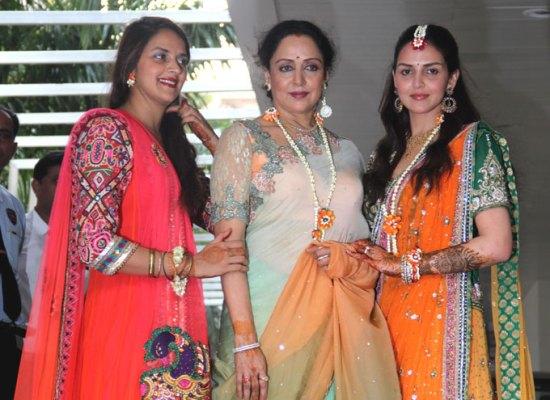 Esha and sis Ahana with mother their Hema Malini