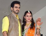 Esha Deol showing off her mehendi with beau Bharat
