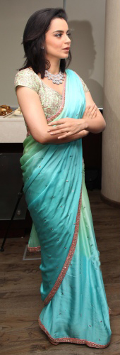 Kangna Ranaut draped elegantly