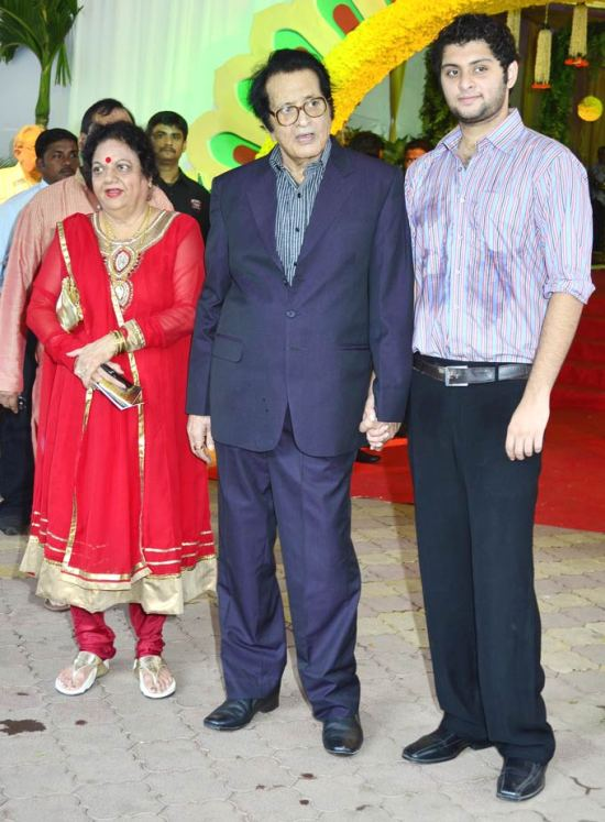 manoj kumar with wife & son