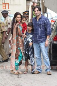 ARBAZ KHAN & MALAIKA ARORA KHAN WITH THEIR CHILDREN AT SALMANS HOUSE