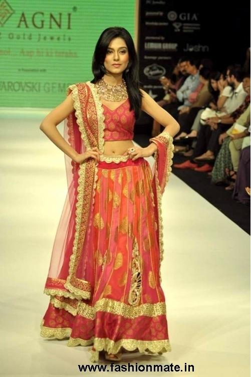 Amrita-Rao-for-Agni-at-India-International-Jewellery-Week-IIJW-2012