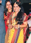 VIDYA WITH HER SISTER ON HER MEHENDI
