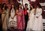 SHAHRUKH KHAN PAYED TRIBUTE TO YASH CHOPRA