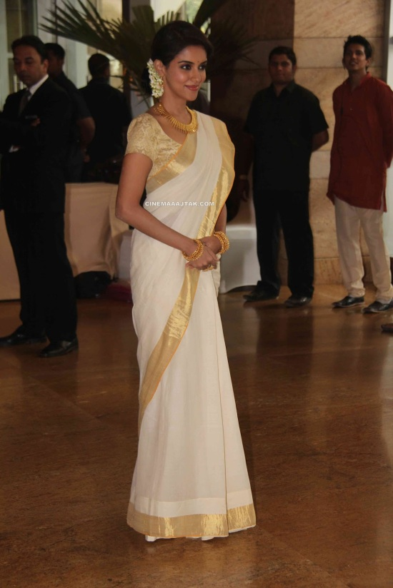 Asin Looking Cute In Saree At Ritesh Genelia Wedding Cermony