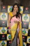 Shilpa looking bubbly in a pink & yellow saree