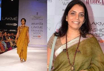 Actor Konkana Sen Sharma displays the creation of fashion designer Anavila during the Lakme Fashion Week (LFW) Winter/ Festive 2014 in Mumbai, on Aug. 21, 2014. (Photo: IANS)