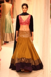 LFWAW2013D1S1ManishMalhotra020preview