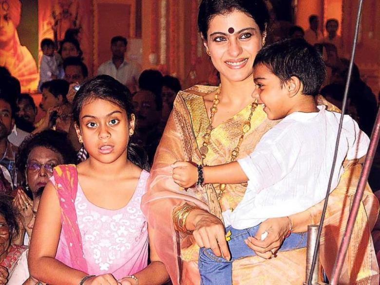kajol-with-her-kids