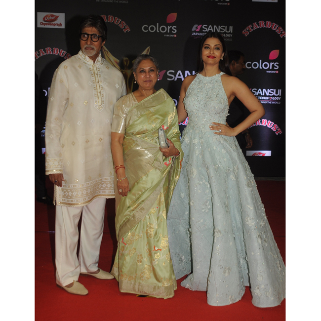 amitabh-bachchan-jaya-bachchan-and-aishwarya-rai-bachchan-at-sansui-colors-stardust-awards