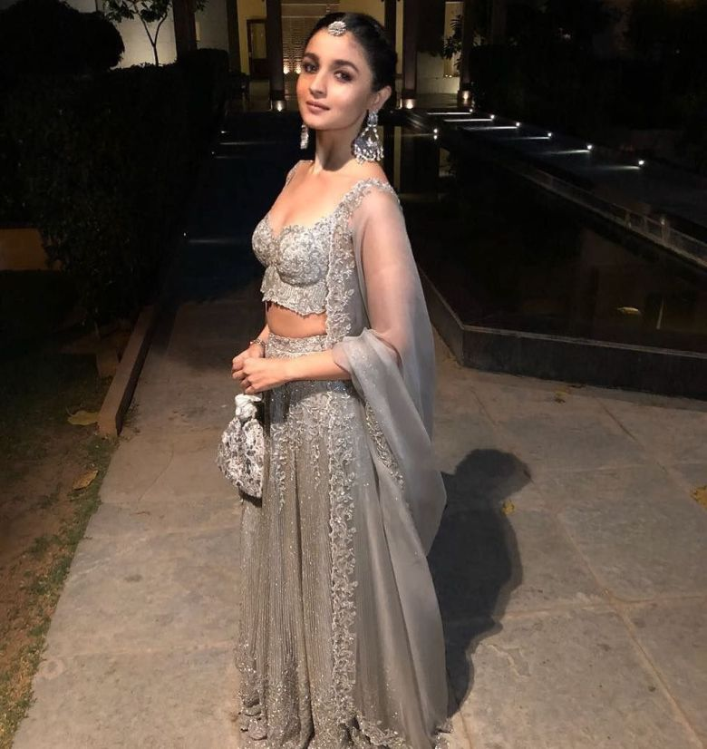 Alia-in-ethnic, shimmering grey