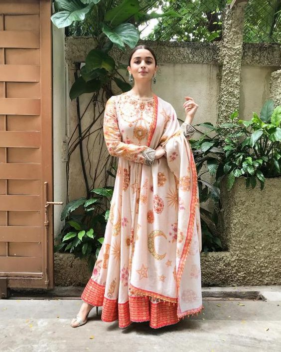 Alia looked drop-dead gorgeous in  pretty Anarkali